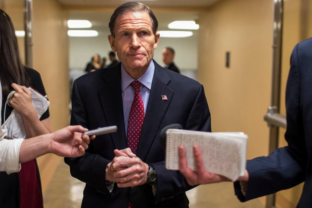 "Senadores demócratas quieren bloquear la regla de ""carga pública"""