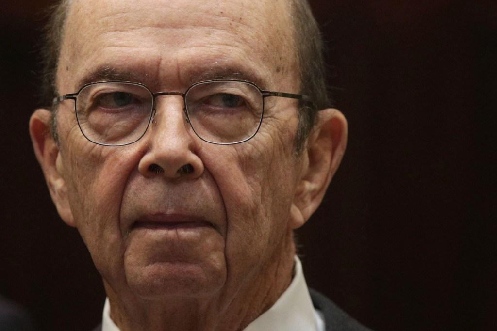 Secretario del Comercio amenazó con despedir a funcionarios de NOAA