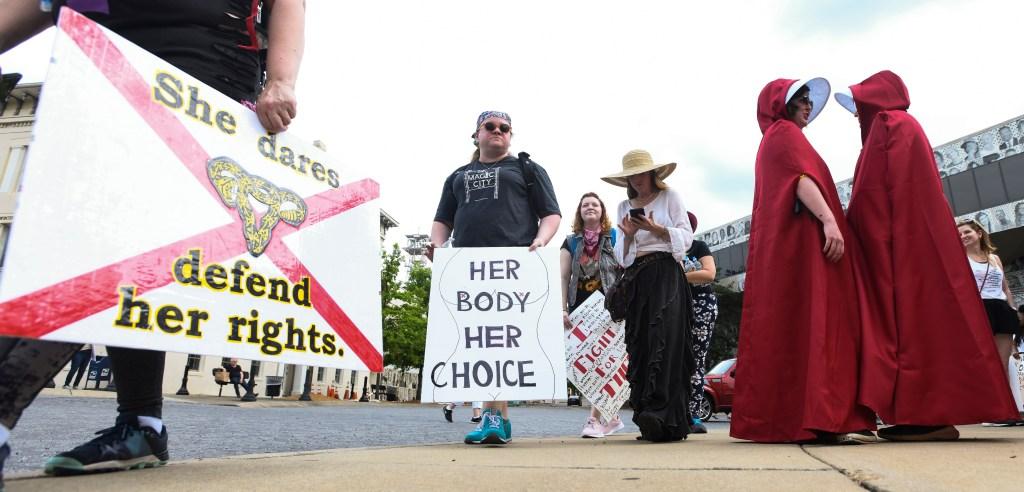 Vasectomía para todos los hombres de 50 años, propone legisladora