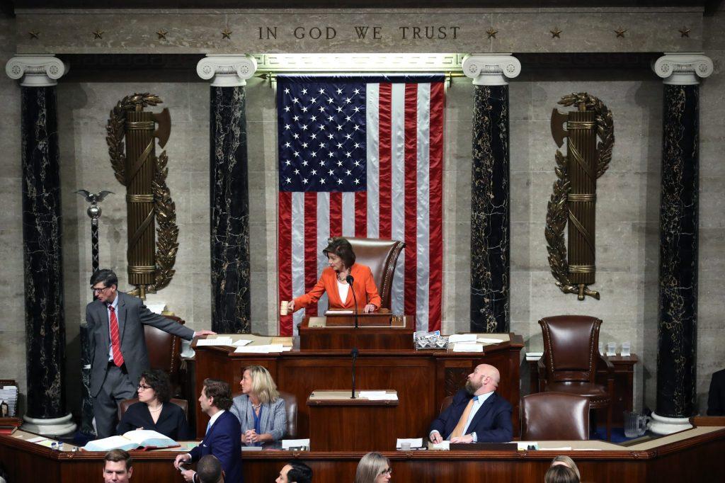 """Cámara de Representantes aprueba investigación del """"impeachment"""""""