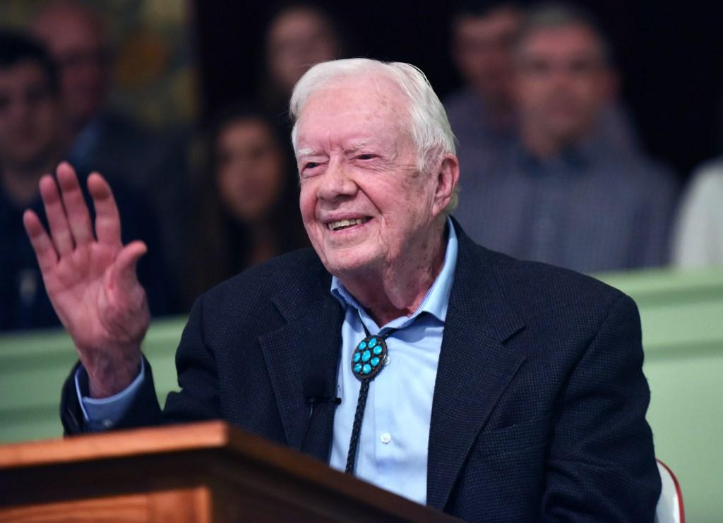Expresidente de EE.UU., Jimmy Carter, hospitalizado tras caída en su casa