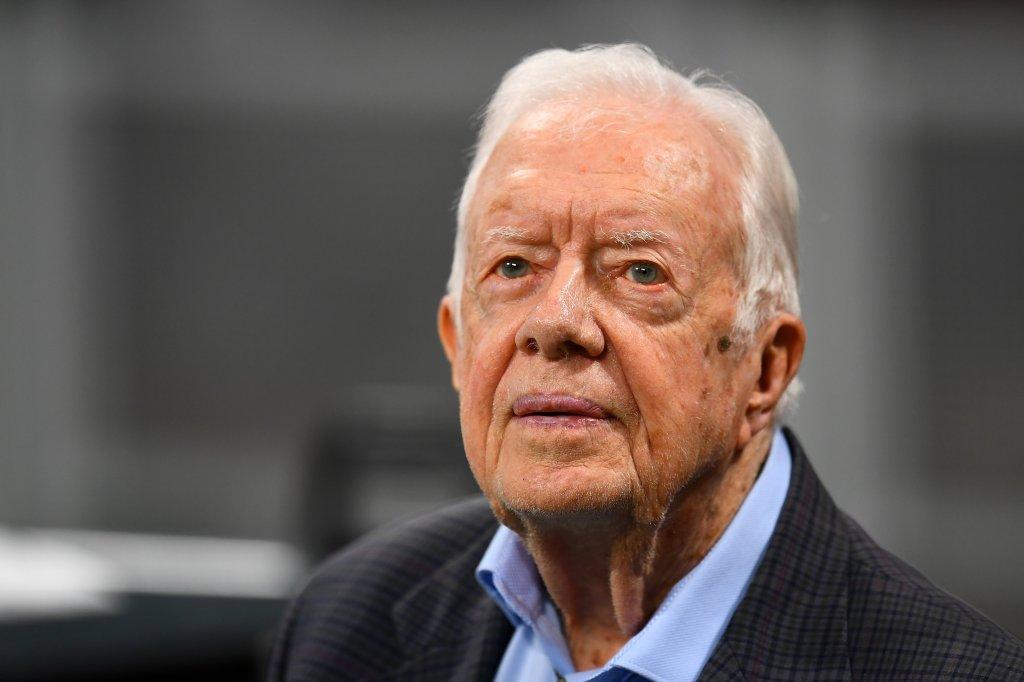 Expresidente Jimmy Carter se recupera de cirugía cerebral