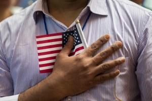 Inmigrantes indocumentados se quedan fuera de paquete de estímulo