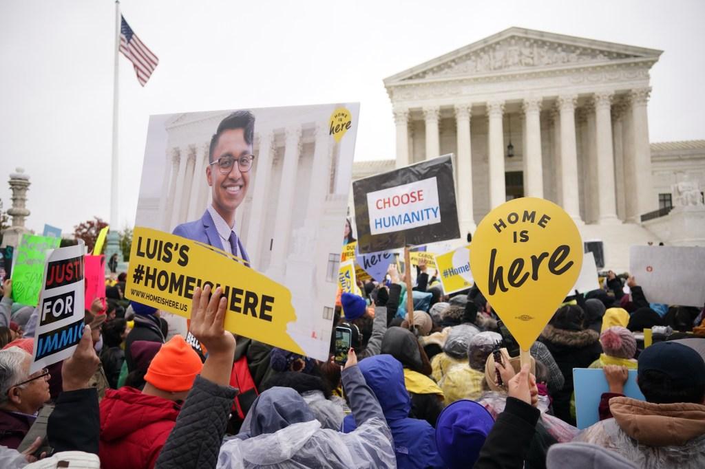 DACA en peligro de caer ante conservadores de la Corte Suprema