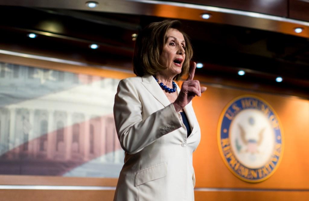 """Nancy Pelosi a reportero: """"No te metas conmigo"""""""