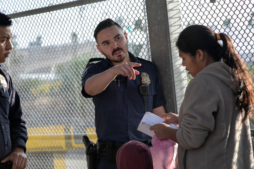 Cortes de inmigración bajo carpas en Texas abrirán al público