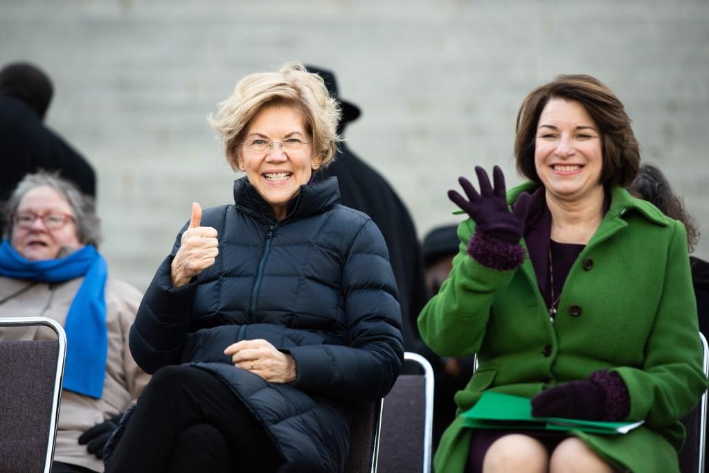 Warren y Klobuchar son las mejores candidatas demócratas, dice diario
