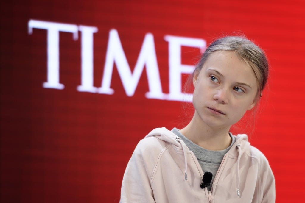 Secretario de Tesoro de EE.UU. también ataca a activista adolescente