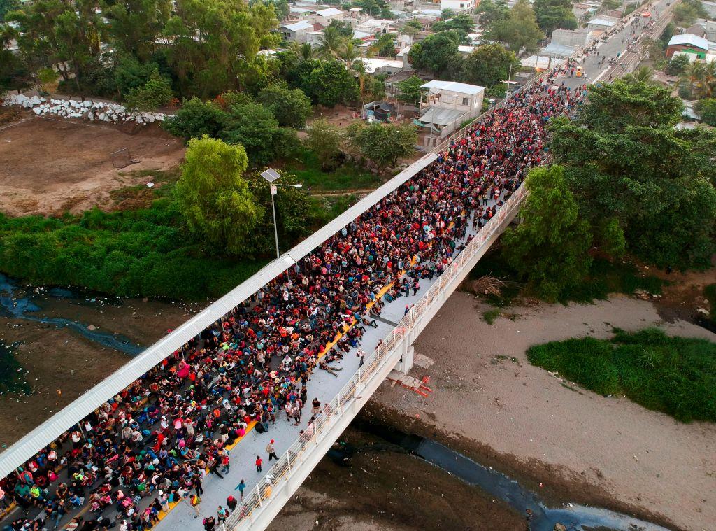 Nueva caravana con cientos de migrantes toca las puertas de México