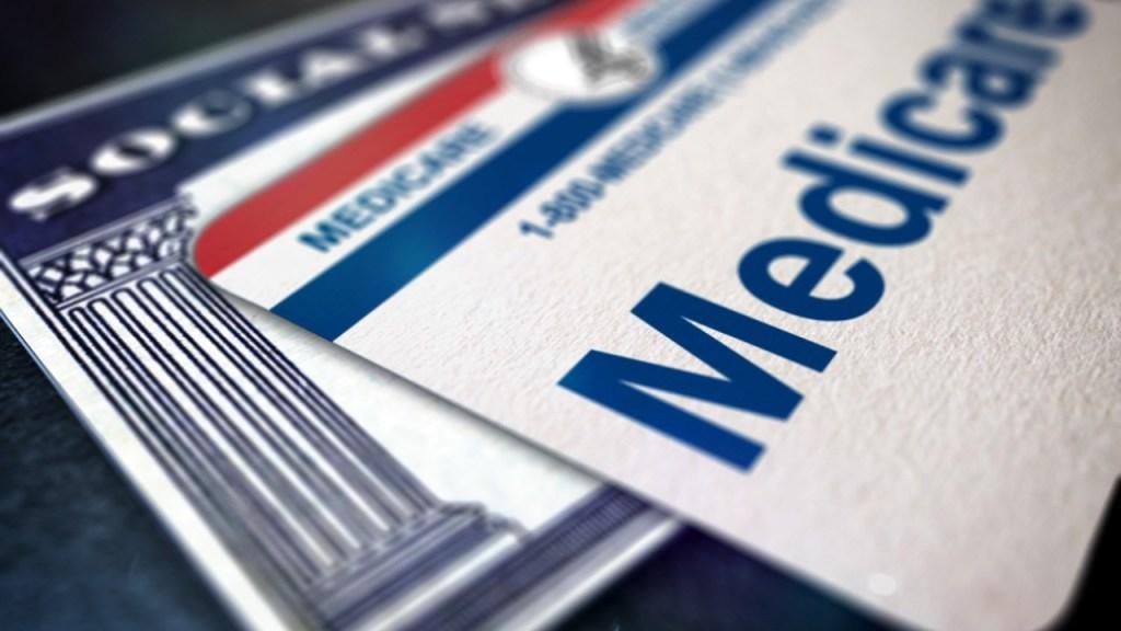 Gobierno podría recortar programas como Medicare y Seguro Social