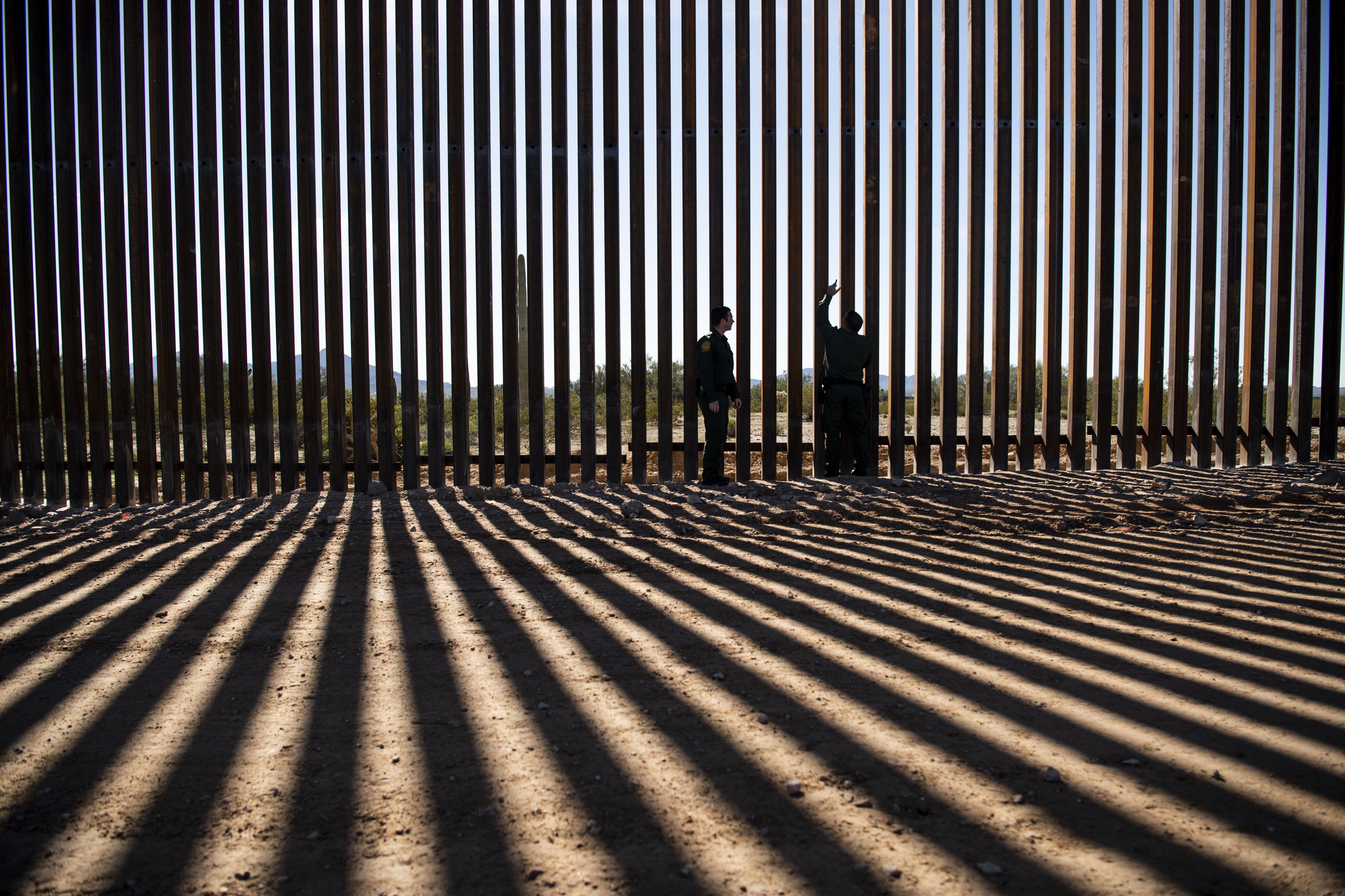 Sitios sagrados indígenas destruidos por el muro de Trump en Arizona