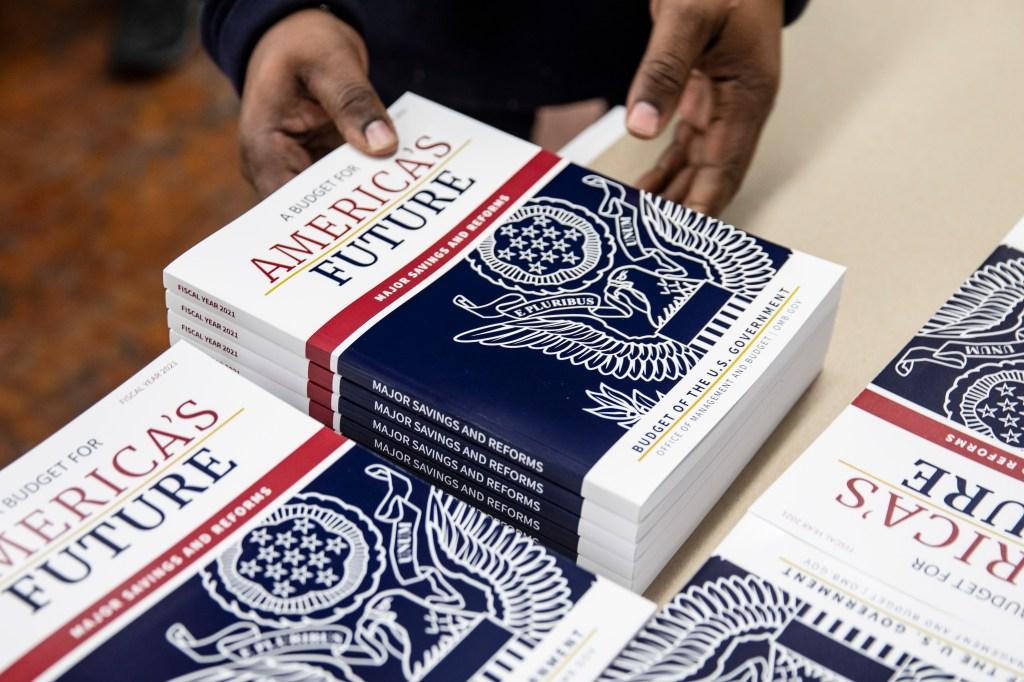 """Fuertes cortes a Medicaid y """"Food Stamps"""" en presupuesto de Trump"""