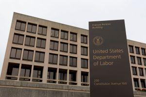 Reclamos de beneficios desempleo rompen récord: 3.28 millones de personas